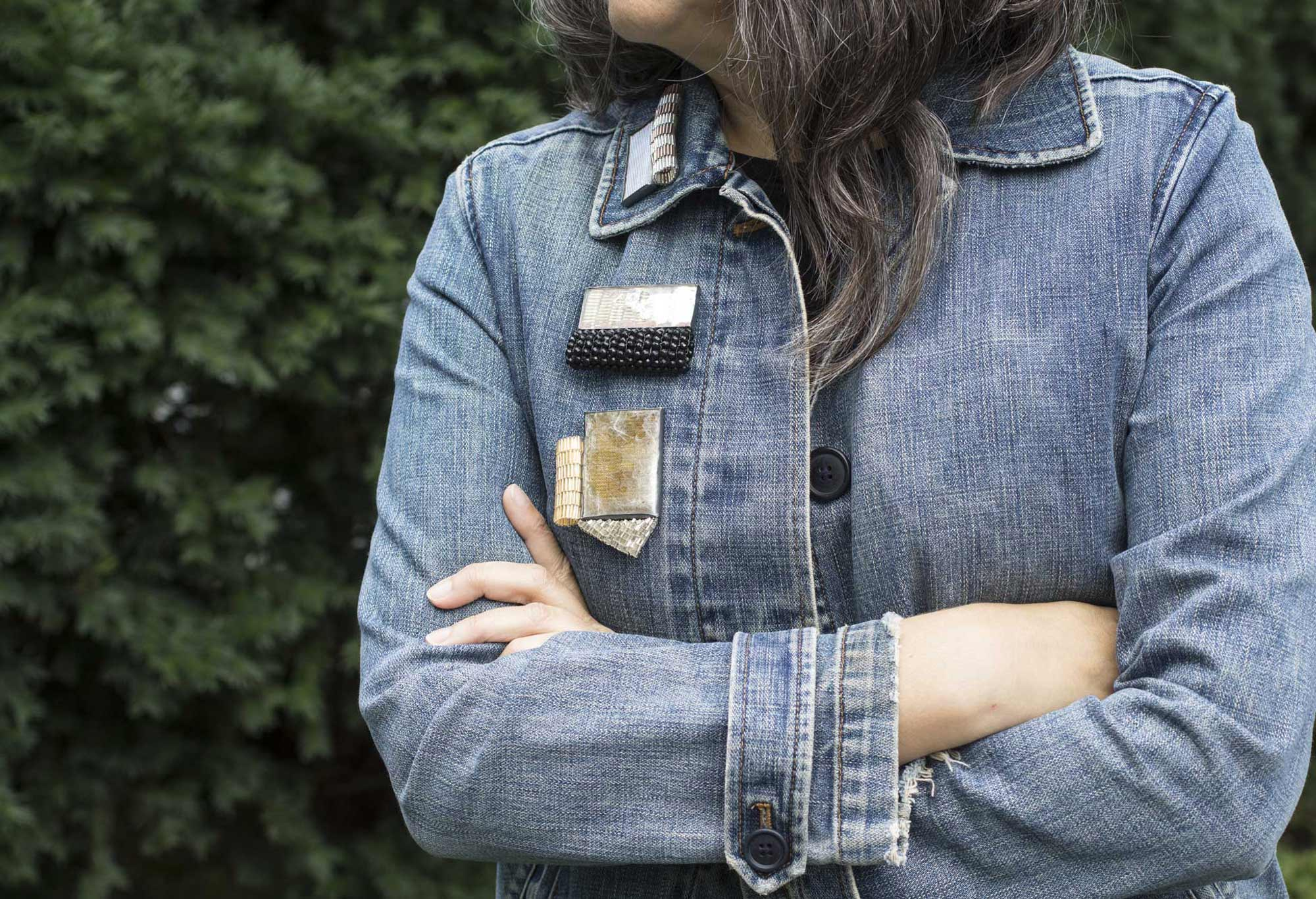 HOW TO WEAR A BROOCH : Front & Center