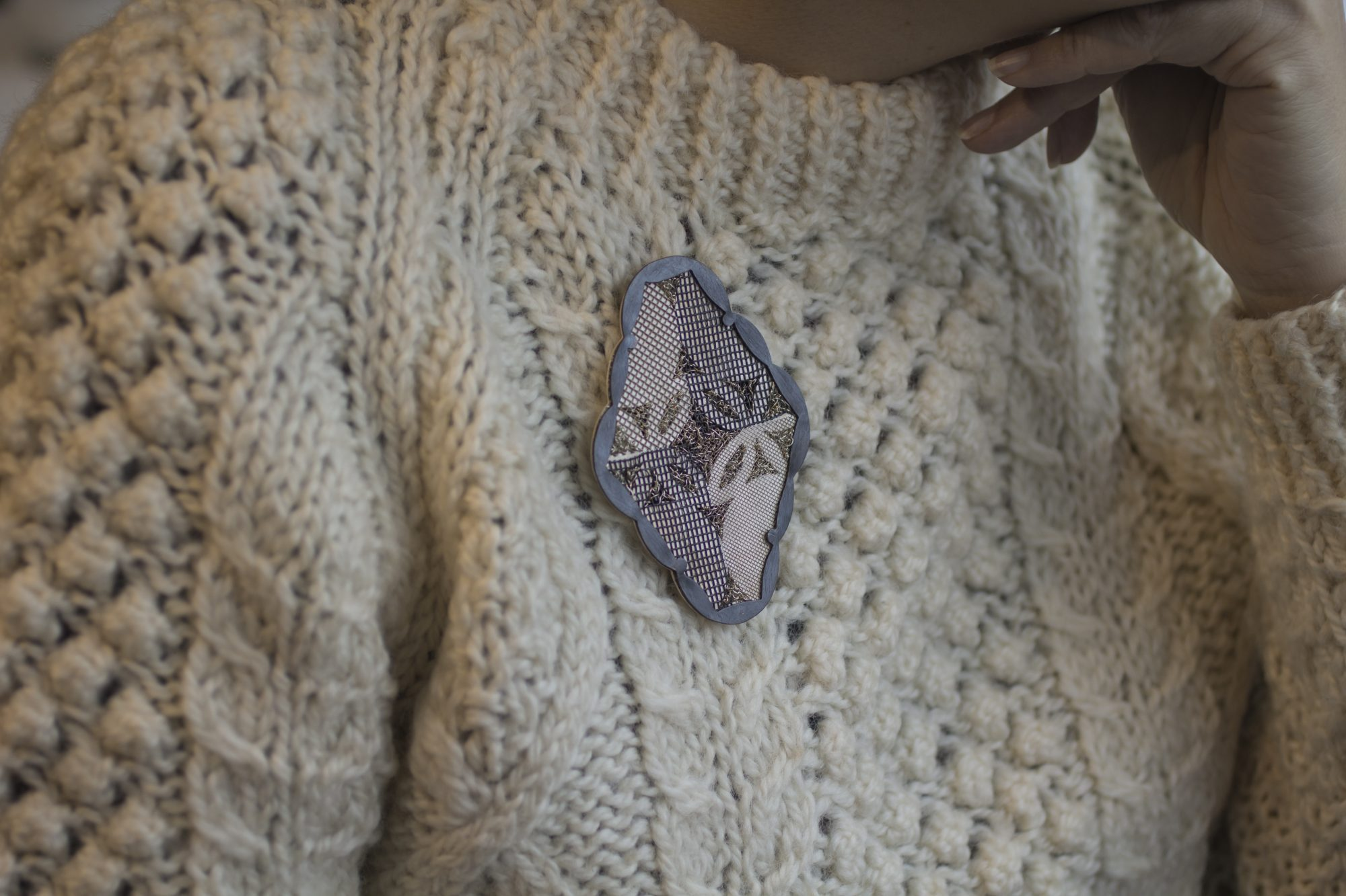 HOW TO WEAR A BROOCH : Cozy Time